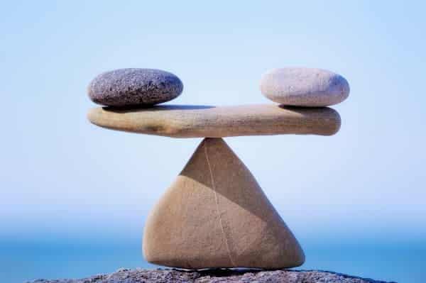 Steine symbolisieren Gewichtsverteilung